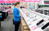 woman buying a tablet in store - 182765363