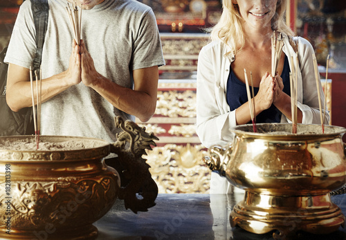 Foto op Canvas Bangkok Caucasian couple is praying in the temple