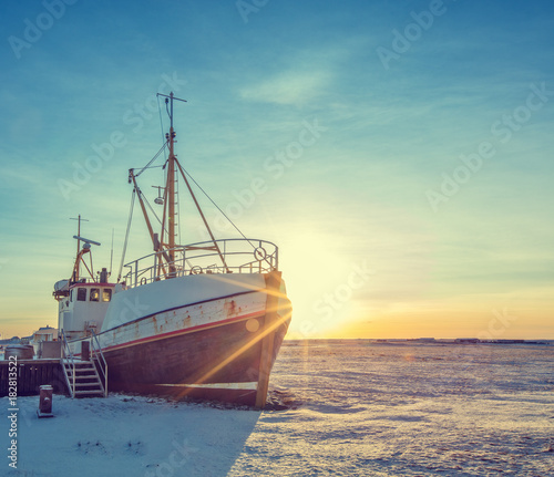 Aluminium Schip Old fisherman boat in Iceland in grunge colored design