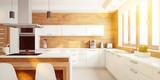 Helle Küche im Sommer als Wohnküche - 182831135