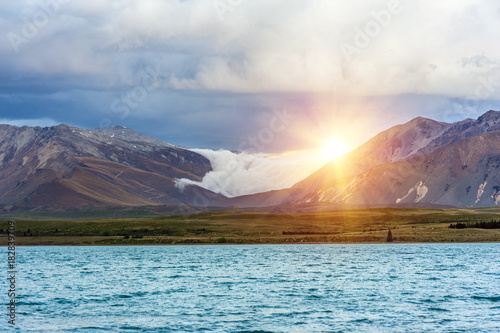 Fotobehang Fyle Lake Tekapo at sunset