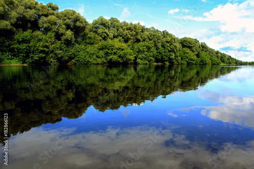 Plexiglas Lente A calm summer river
