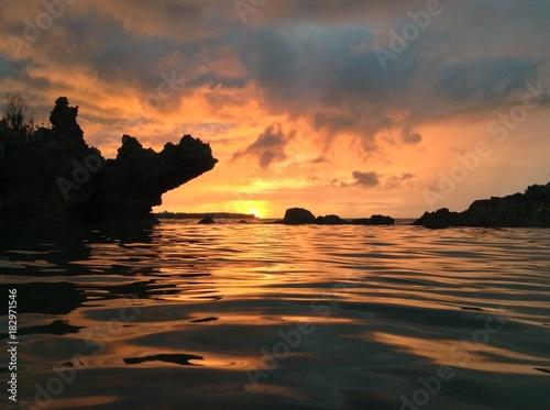 Foto op Canvas Zee zonsondergang okinawa