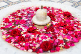 Decoration with red and pink roses floating in a fountain - 183008103