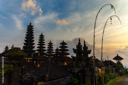 In de dag Bali Main temple of Bali - Pura Besakih silhouette at sunset,