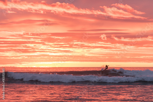 Foto op Plexiglas Koraal Surfing in lofoten