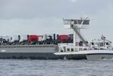 Transport von LKW mit einem Binnenschiff - 183016140