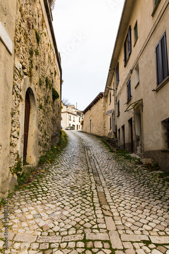 Staande foto Smal steegje Between the streets of the small village Castel di Sangro, Abruzzo, Italy. October 13, 2017