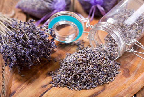 dried lavender flowers - 183094391