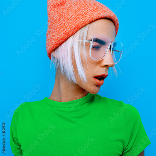 Aluminium Kapsalon Blonde Model in stylish accessories. Beanie and glasses. Fashion bright look