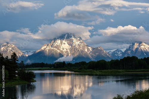 In de dag Natuur Mountains in Grand Teton National Park at morning. Oxbow Bend on the Snake River.
