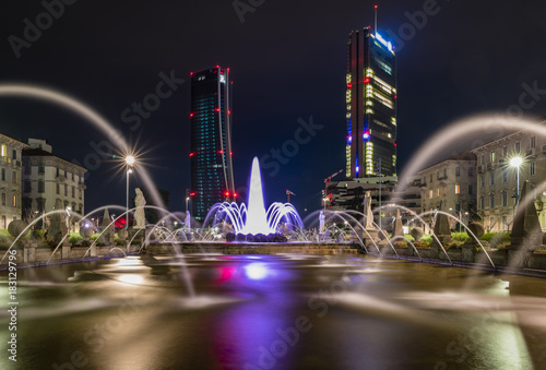In de dag Milan The four seasons fountains in front of the Hadid tower in Milan
