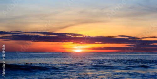 Foto op Canvas Zee zonsondergang Sunrise over pacific ocean
