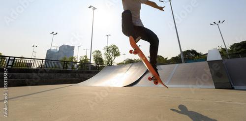 Aluminium Skateboard skateboarder legs skateboarding on skatepark