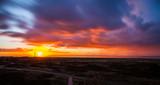 Sonnenaufgang mit Wolkenpanorama - 183170329