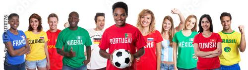 Plexiglas Voetbal Portugiesischer Fussball Fan mit Gruppe internationaler Fans