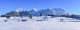 winterlicher Ausblick auf die Gipfel des Karwendelgebirges - 183172388
