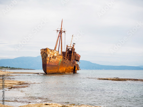 Papiers peints Navire Shipwreck in a beach of Githeio,Greece