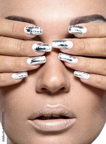 Foto op Plexiglas Manicure Beautiful girl with the silver metal nails.