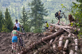 Bicyclists are overcoming difficulties in the mountains