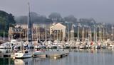 Voiliers dans le port de Perros-Guirec en Bretagne - 183349726