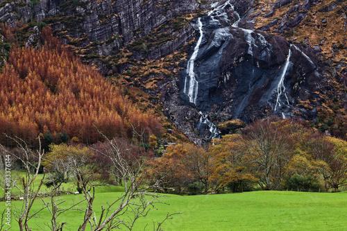 Fotobehang Diepbruine cascade Beara Peninsula