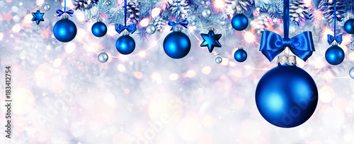 Staande foto Bol Blue Christmas Balls Hanging At Fir Branches