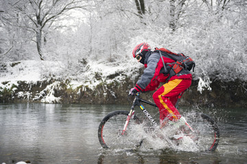 Race by mountain bike on icy water
