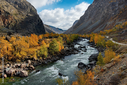 Fotobehang Bergrivier Russia. The South Of Western Siberia, Autumn in the Altai mountains