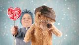 Junge mit Lolli und Teddy - 183512785