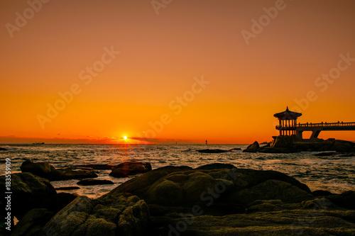 Deurstickers Ochtendgloren A beautiful morning sunrise at Yeonggeumjeong Pavilion in Sokcho, Gangwon Province.