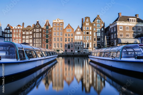 Keuken foto achterwand Amsterdam Canal boats and traditional Amsterdam buildings