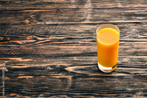 Papiers peints Jus, Sirop Orange fresh juice and oranges on a wooden surface. Top view. Free space for text.