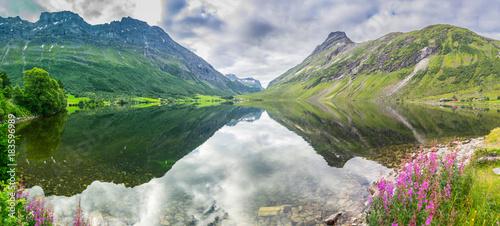 Fotobehang Bergrivier norway mountains