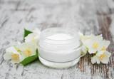 Moisturizing cream with jasmine flowers