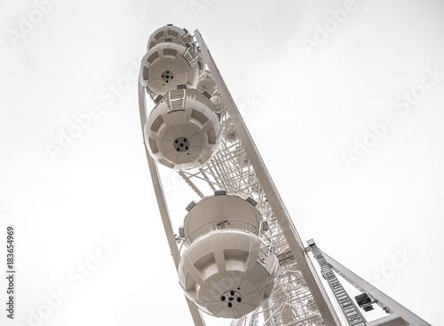 Foto op Aluminium Amusementspark White Ferris wheel.