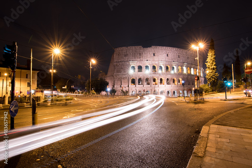 Fridge magnet City traffic passes by the Colosseum at night