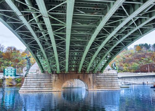 In de dag Praag Eisenbrücke in Prag