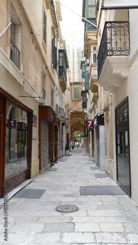 Staande foto Smal steegje Malta Valetta port, streets