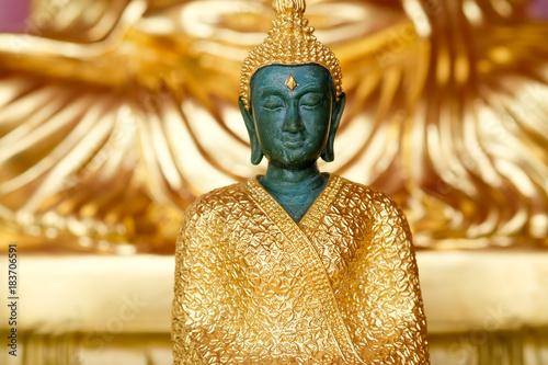 Papiers peints Buddha Emerald Buddha Close up on gold background