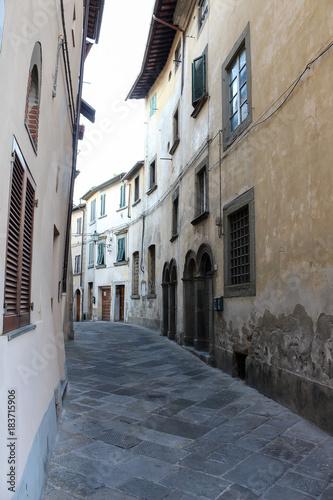 Staande foto Smal steegje Italien - Monte San Savino