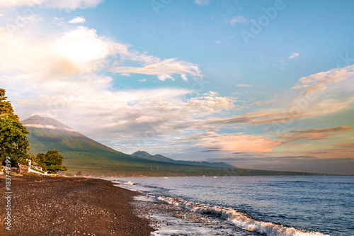 Papiers peints Morning Glory viewa of agung volcano and beach in the coast of bali. amed. indonesia.