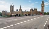 Tourists along Westminster Bridge, long exposure shot - 183789308