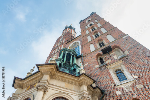 Papiers peints Cracovie Krakow St. Mary's Church wide angle street view, Poland