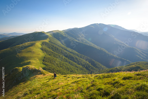 Papiers peints Bleu ciel Man hiking up a mountain