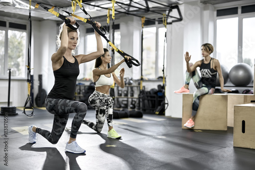 Póster Sportive girls training in gym