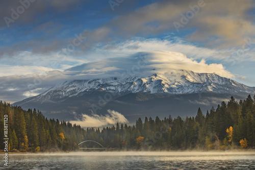 Foto op Canvas Donkergrijs Mt. Shasta