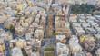 Vista aerea di una parte della citta di Roma. Tanti palazzi sono presenti tra le vie della città con qualche albero piantato nelle piazze e nei viali. - 183935562