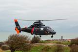 hélicoptère surveillant la côte à Calais - 183936571