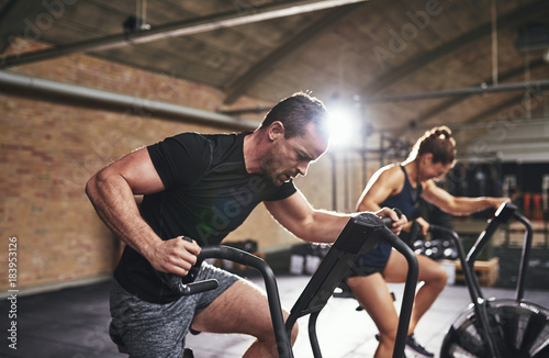 Póster Man and woman training with gym equipment